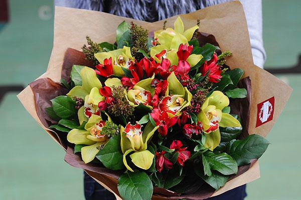 букет цветов орхидеи